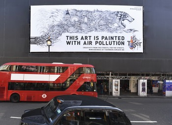 7061-Large_scale_Air_Ink_artwork_created_using_ink_made_from_air_pollution_by_Kristopher_Ho_on_display_in_Shaftesbury_Avenue_2c_London.jpg.350x0.jpg