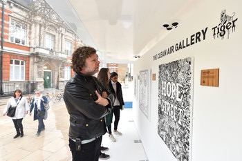 7063-Visitors_look_at_artworks_inside_the_Tiger_Beer_Clean_Air_Gallery_in_Brixton_London._The_works_were_created_using_Air_Ink_the_first_ink_to_be_made_from_air_pollution.JPG.350x0.jpg