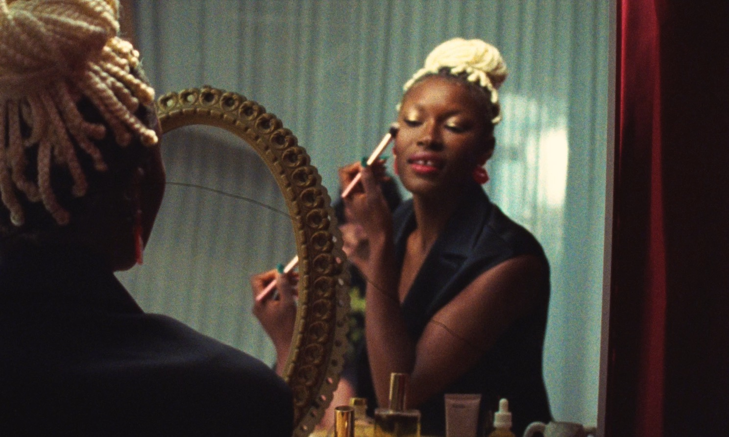 THE ICONIC utilises 16mm film for new beauty launch campaign via electriclimefilms