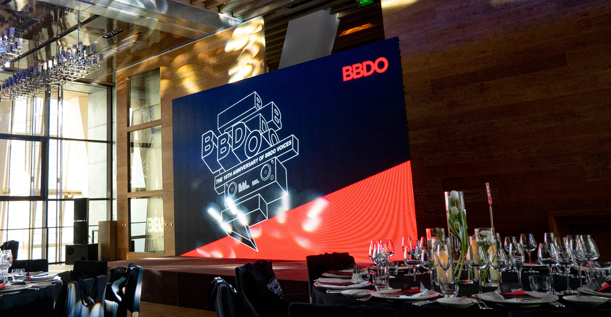 BBDO Greater China celebrates 10 years of BBDO Voices with Worldwide CEO Andrew Robertson launching the new issue