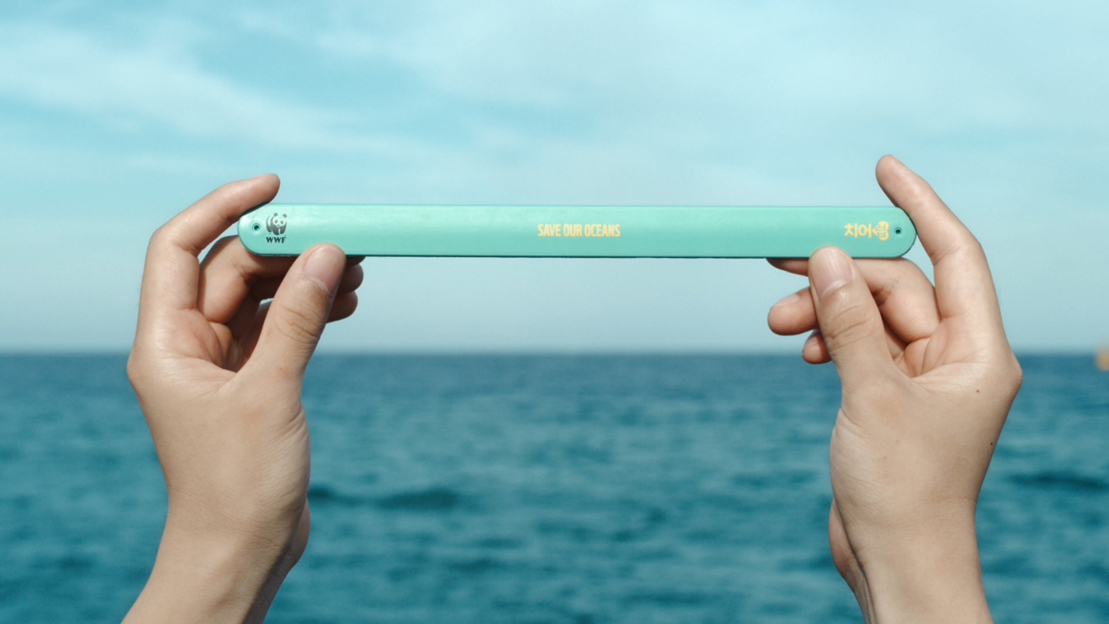 Cheil Worldwide South Korea designs a slap band used to measure the length of fish to raise awareness on overfishing