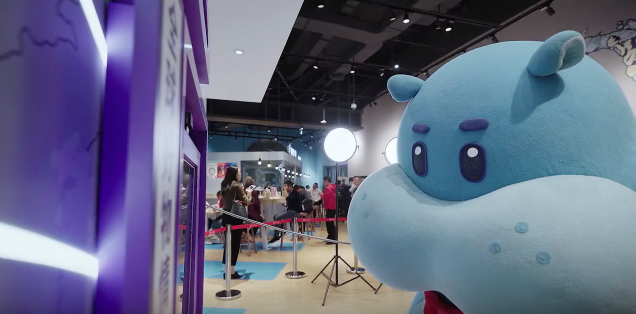 F5 Shanghai creates an interactive installation Tmall Global Hotline to Call locals worldwide for shopping tips