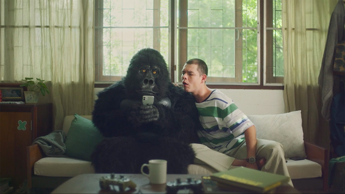 Wolf BKK's latest campaign for Grab sees a gorilla fighting against the laziness of humanity